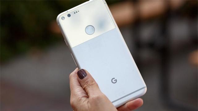 8 chiếc smartphone không chỉ đẹp mà còn có pin trâu - Ảnh 5.