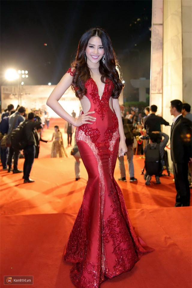 Bế mạc LHP Quốc tế Hà Nội: Hoa hậu Mỹ Linh kín đáo, Ngọc Hân - Nam Em lấp ló vòng 1 gợi cảm - Ảnh 1.