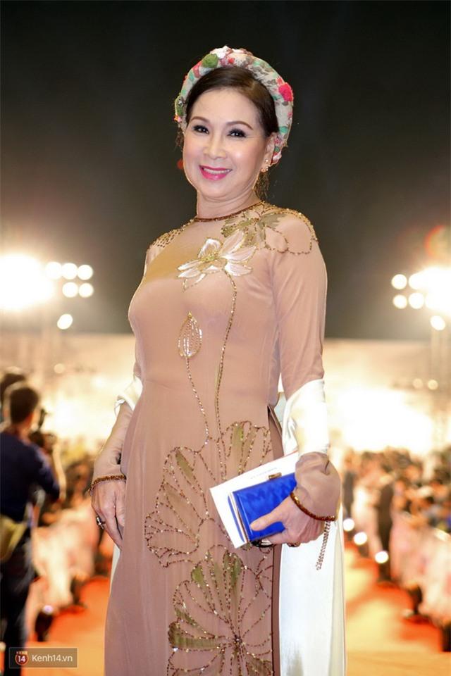 Bế mạc LHP Quốc tế Hà Nội: Hoa hậu Mỹ Linh kín đáo, Ngọc Hân - Nam Em lấp ló vòng 1 gợi cảm - Ảnh 14.