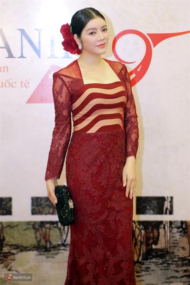 Bế mạc LHP Quốc tế Hà Nội: Hoa hậu Mỹ Linh kín đáo, Ngọc Hân - Nam Em lấp ló vòng 1 gợi cảm - Ảnh 4.