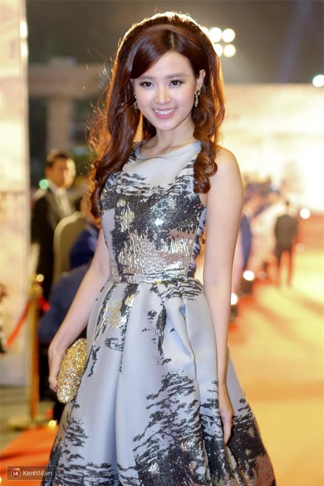 Bế mạc LHP Quốc tế Hà Nội: Hoa hậu Mỹ Linh kín đáo, Ngọc Hân - Nam Em lấp ló vòng 1 gợi cảm - Ảnh 5.