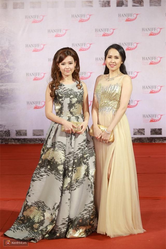 Bế mạc LHP Quốc tế Hà Nội: Hoa hậu Mỹ Linh kín đáo, Ngọc Hân - Nam Em lấp ló vòng 1 gợi cảm - Ảnh 7.