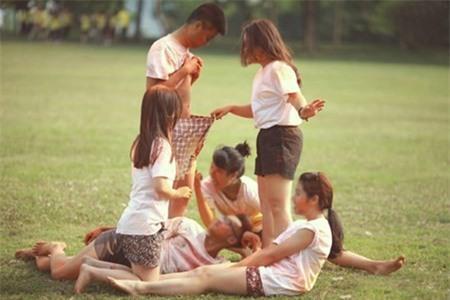 Sinh viên chụp ảnh kỷ yếu: Từ niềm vui trở thành nỗi ám ảnh - Ảnh 3.