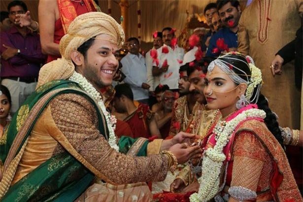 Đám cưới xa hoa ngút trời có giá 1.600 tỷ với thiệp mời dát vàng ở Ấn Độ - Ảnh 1.