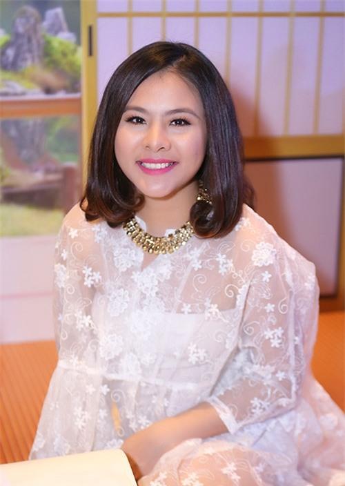 Ở tháng thứ 5 thai kỳ, Vân Trang đã béo lên khá nhiều.