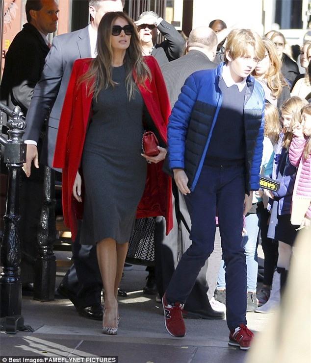 Cậu út nhà Donald Trump cực điển trai đi ăn trưa cùng mẹ khiến nhiều người xuýt xoa ngắm nhìn - Ảnh 3.