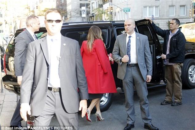 Cậu út nhà Donald Trump cực điển trai đi ăn trưa cùng mẹ khiến nhiều người xuýt xoa ngắm nhìn - Ảnh 6.