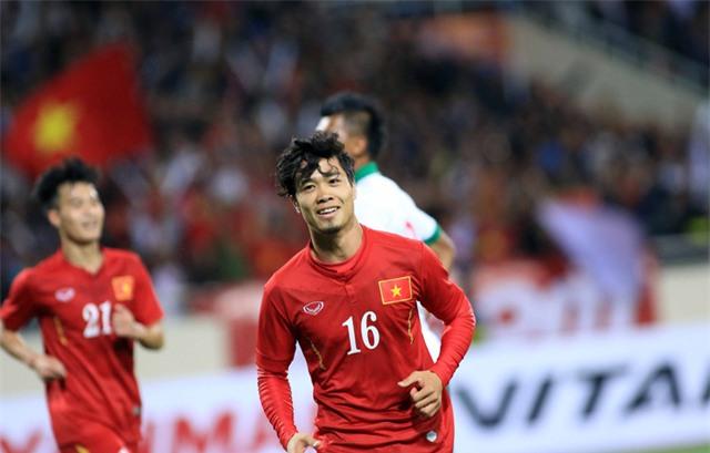 Công Phượng vẫn chưa có dịp được thi đấu ở trận đầu tiên tại AFF Cup (ảnh: Gia Hưng)