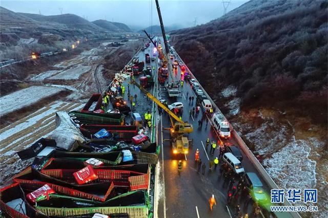 56 ôtô đâm liên hoàn ở Trung Quốc, 17 người chết - Ảnh 6.