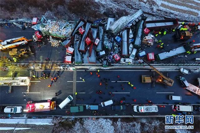 56 ôtô đâm liên hoàn ở Trung Quốc, 17 người chết - Ảnh 7.