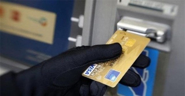 Hàng loạt vụ mất tiền trong tài khoản khi ATM vẫn còn nguyên trong túi của khách hàng (Ảnh minh hoạ)