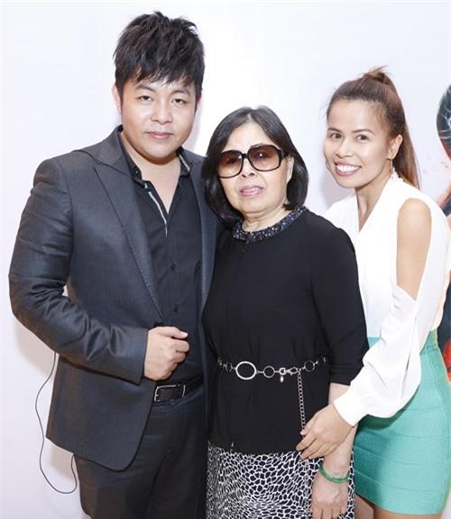 Quang Lê và mẹ 7
