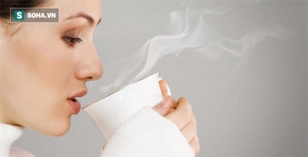 Một cốc nước nóng trị đến 6 bệnh thường gặp: Đơn giản nhưng nhiều người quên làm - Ảnh 1.