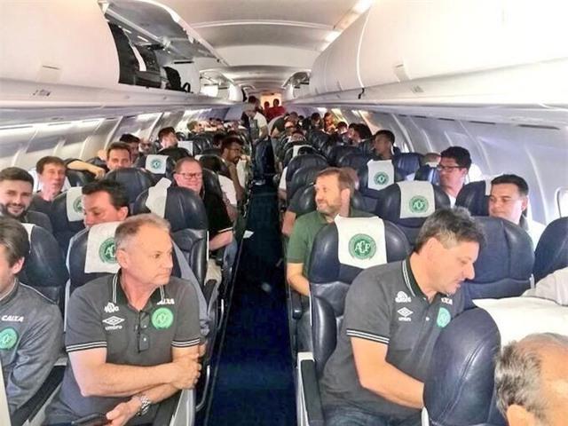 Đội bóng Chapecoense của Brazil trên máy bay (Ảnh: Twitter)