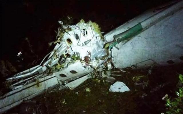 Hình ảnh chụp bộ phận được cho là thân máy bay gặp nạn ở Colombia (Ảnh: Twitter)