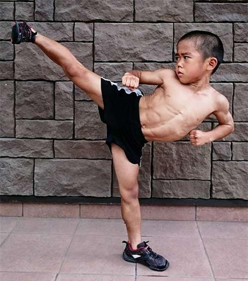 Truyền nhân Lý Tiểu Long: 6 tuổi bụng 6 múi - 3