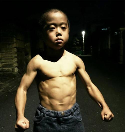 Truyền nhân Lý Tiểu Long: 6 tuổi bụng 6 múi - 4
