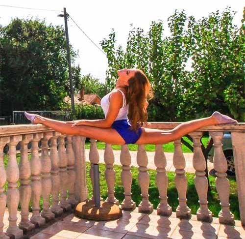 Nữ phi công đẹp tuyệt trần với những thế Yoga gây sốt - 12