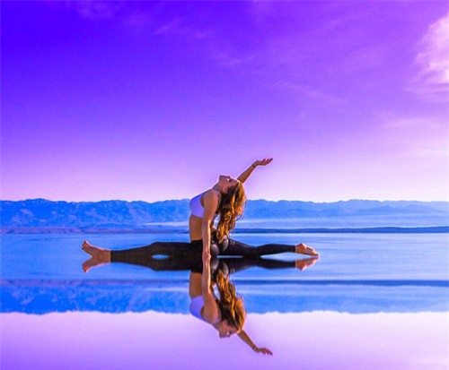 Nữ phi công đẹp tuyệt trần với những thế Yoga gây sốt - 3