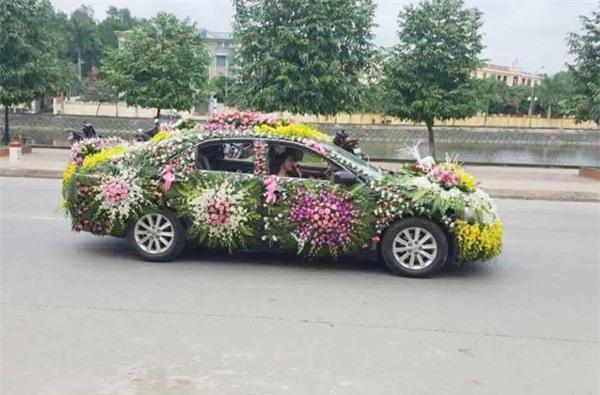 Xe rước dâu của cặp đôi khiến cả làng quê xôn xao - Ảnh 3.