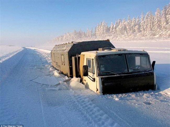 Nga: Những đứa trẻ đóng băng khi vẫn phải đi học trong cái lạnh -53 độ C - Ảnh 5.
