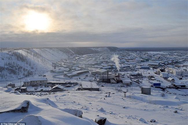Nga: Những đứa trẻ đóng băng khi vẫn phải đi học trong cái lạnh -53 độ C - Ảnh 8.