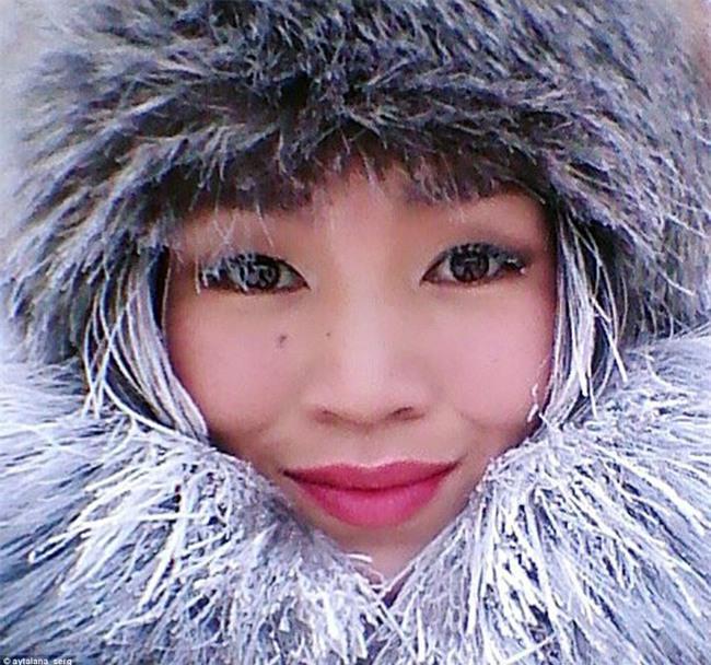 Nga: Những đứa trẻ đóng băng khi vẫn phải đi học trong cái lạnh -53 độ C - Ảnh 9.