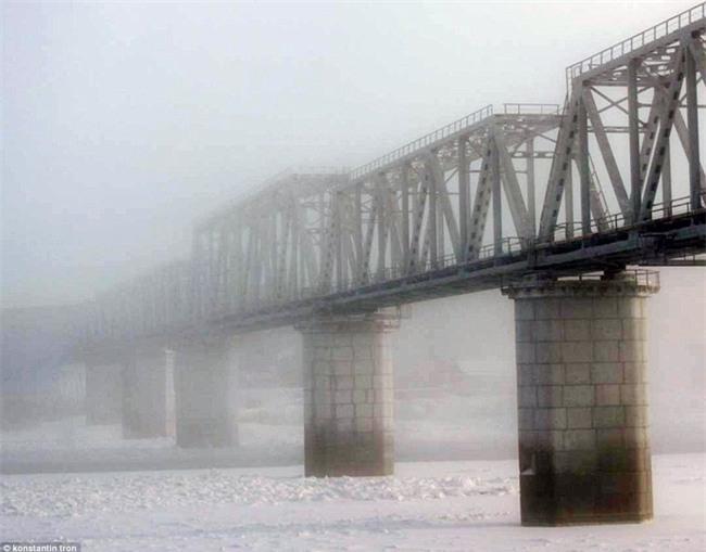 Nga: Những đứa trẻ đóng băng khi vẫn phải đi học trong cái lạnh -53 độ C - Ảnh 14.