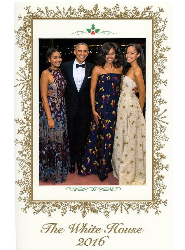 Tấm thiệp Giáng sinh Nhà Trắng cuối cùng với sự hiện diện đầy đủ của gia đình Tổng thống Obama - Ảnh 1.