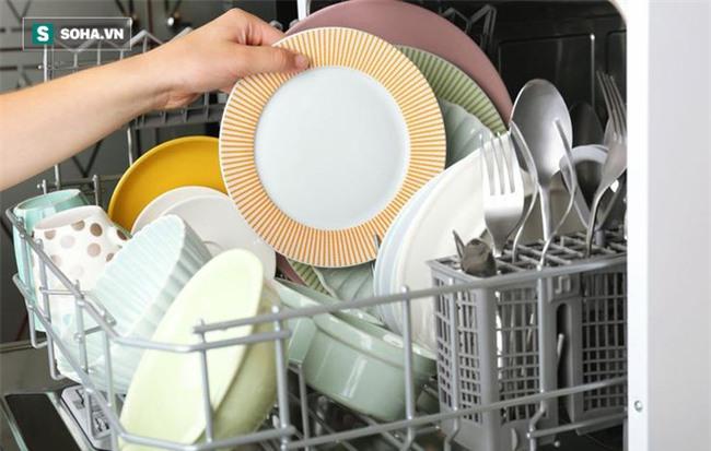 8 lỗi khi rửa bát đĩa gây hại sức khỏe ai cũng có thể mắc - Ảnh 7.