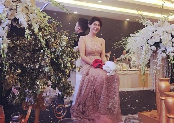 Chỉ sau 1 tháng công khai chia tay, bạn gái cơ trưởng của Trương Thế Vinh đã lên xe hoa với người khác.