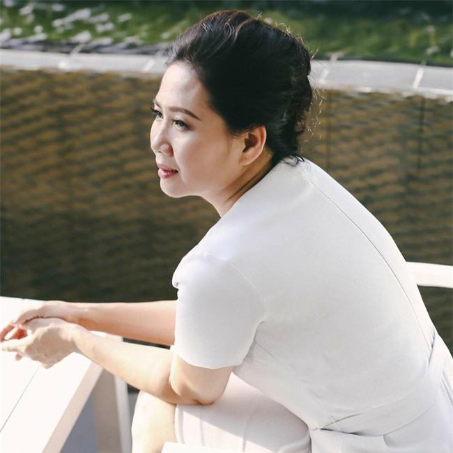 Nữ giám đốc làm mẹ đơn thân dạy con gái cách chọn chồng, đá xéo Ngọc Trinh yêu tỷ phú già - Ảnh 1.