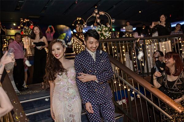 Cô dâu Việt chi gần 2 tỷ đồng bao trọn thủy cung lớn nhất thế giới làm đám cưới - Ảnh 1.