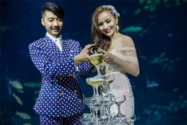 Cô dâu Việt chi gần 2 tỷ đồng bao trọn thủy cung lớn nhất thế giới làm đám cưới - Ảnh 10.