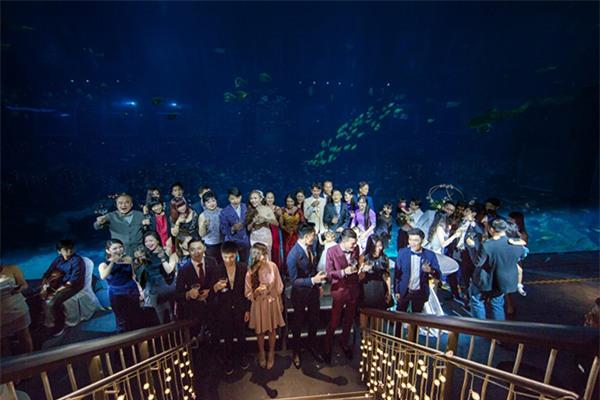 Cô dâu Việt chi gần 2 tỷ đồng bao trọn thủy cung lớn nhất thế giới làm đám cưới - Ảnh 12.