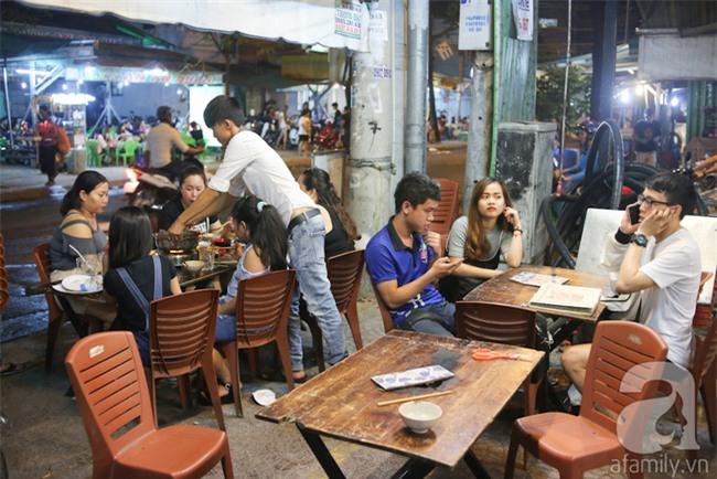 Dừa hỏa diệm sơn - món ăn vừa xuất hiện đã hứa hẹn gây bão ở Sài Gòn - Ảnh 10.