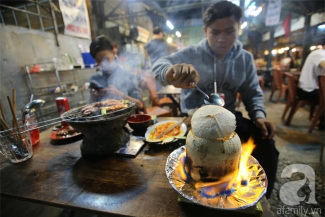 Dừa hỏa diệm sơn - món ăn vừa xuất hiện đã hứa hẹn gây bão ở Sài Gòn - Ảnh 7.