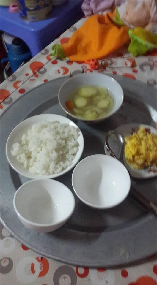 Trào nước mắt với bữa cơm ở cữ mẹ chồng nấu cho con dâu, vỏn vẹn 1 bát cơm trắng với vài 3 miếng thịt - Ảnh 2.