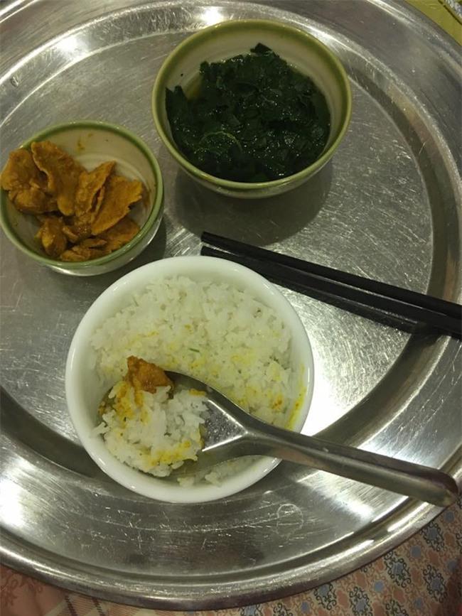 Trào nước mắt với bữa cơm ở cữ mẹ chồng nấu cho con dâu, vỏn vẹn 1 bát cơm trắng với vài 3 miếng thịt - Ảnh 3.