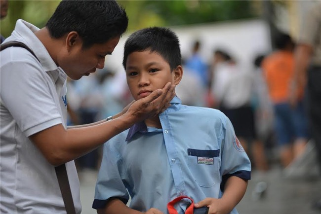 Người Pháp dạy con tôn trọng, người Việt dạy con vâng lời