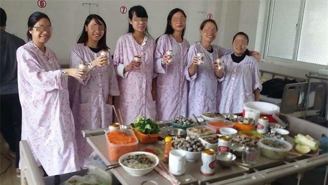 Chị em phát cuồng với team chờ đẻ ăn lẩu uống bia chụp hình kỉ niệm, bình tĩnh nhất vịnh Bắc Bộ - Ảnh 1.