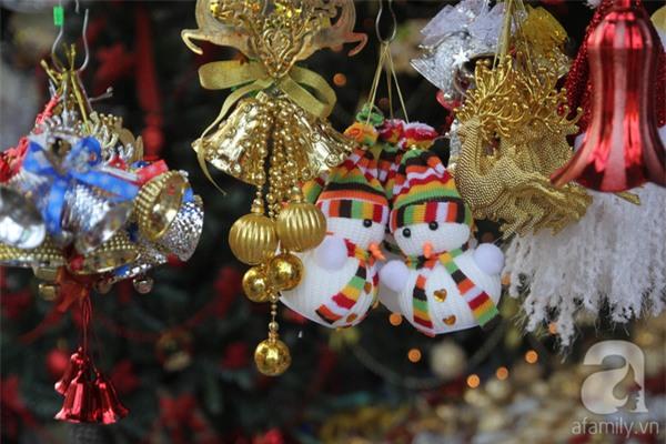 Cận Giáng sinh, cây thông Noel thật nhập từ Mỹ, giá bạc triệu vẫn hút hàng ở Sài Gòn - Ảnh 9.