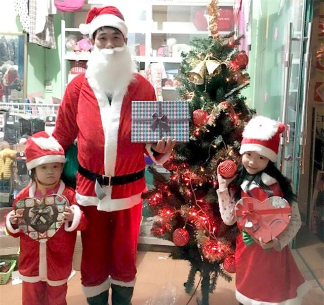 Hốt bạc nhờ dịch vụ Ông già Noel dịp Giáng sinh - Ảnh 2.