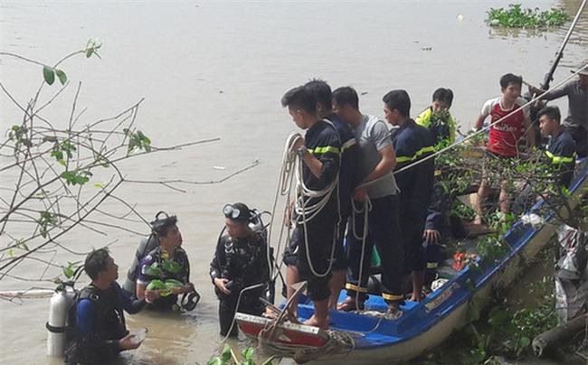 Mẹ lao mình xuống sông tự tử, bỏ lại 2 con nhỏ - Ảnh 1.