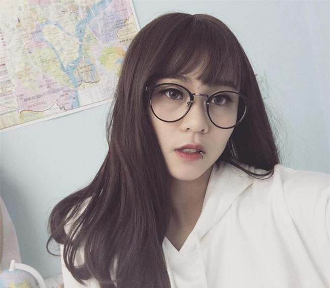 Vẻ đẹp của nữ game thủ Việt được YouTube trao nút bạc - Ảnh 4.