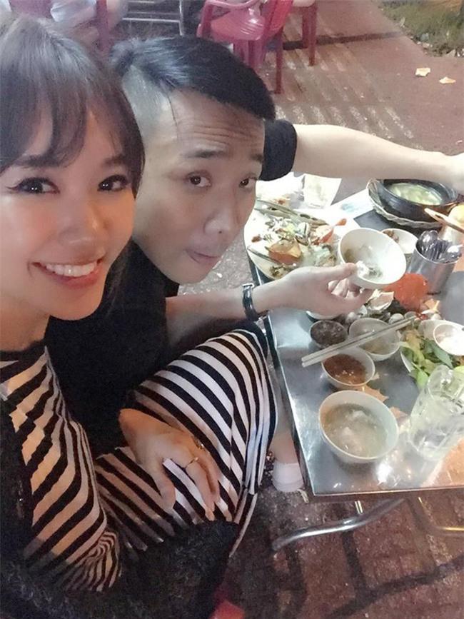 Trước hôn lễ, Trấn Thành và Hari Won rủ nhau đi ăn, hy vọng mọi nỗi buồn sẽ qua - Ảnh 2.