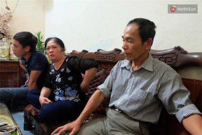 Vụ cha địu con nhặt rác: Chưa đầy 2 năm, Khiêm bán hết 3 mảnh đất, để bố chết trong phòng trọ rách nát - Ảnh 1.