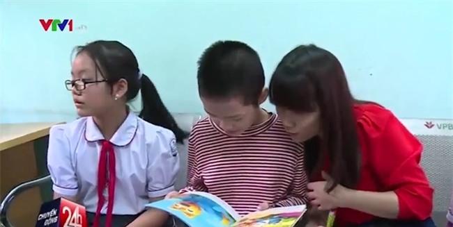 Bé gái 11 tuổi bị mẹ nhốt trong nhà lần đầu tiên được chơi với các bạn và muốn được đi học - Ảnh 3.