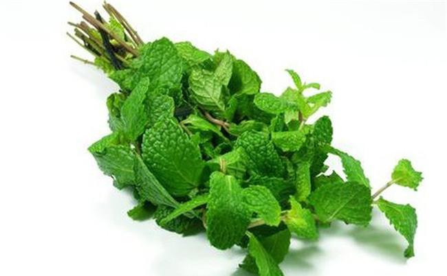 3 loại rau thơm quen thuộc gây yếu sinh lý ở nam giới