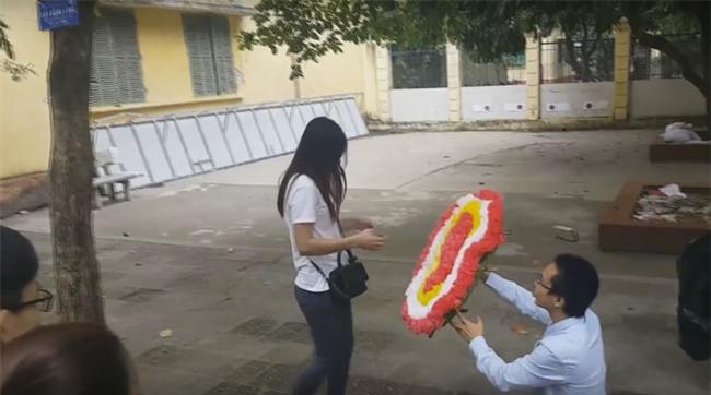 Màn tỏ tình chưa từng có giữa sân trường ở Hà Nội và cái kết đắng - Ảnh 1.